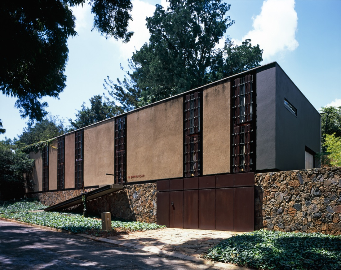 Forest Town Long House / StudioMAS