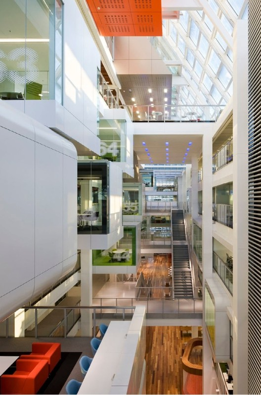 Macquarie bank clive wilkinson architects archdaily for Modern bank building design
