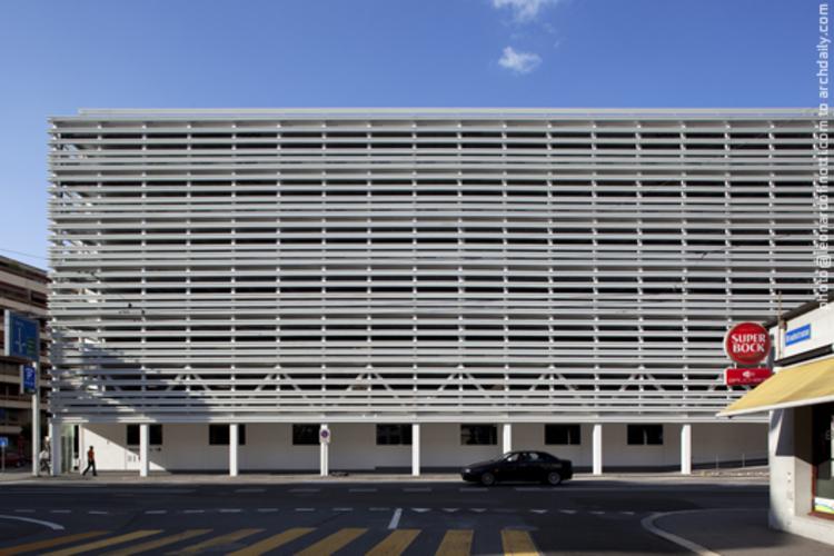 Altstadt Garage Building / Lussi + Halter, © Leonardo Finotti