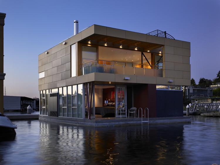 Lake Union Floating Home / Vandeventer + Carlander Architects, © Ben Benschneider