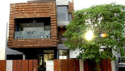 Gairola House / Anagram Architects