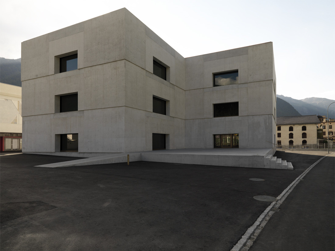 National park centre valerio olgiati archdaily for Is architecture