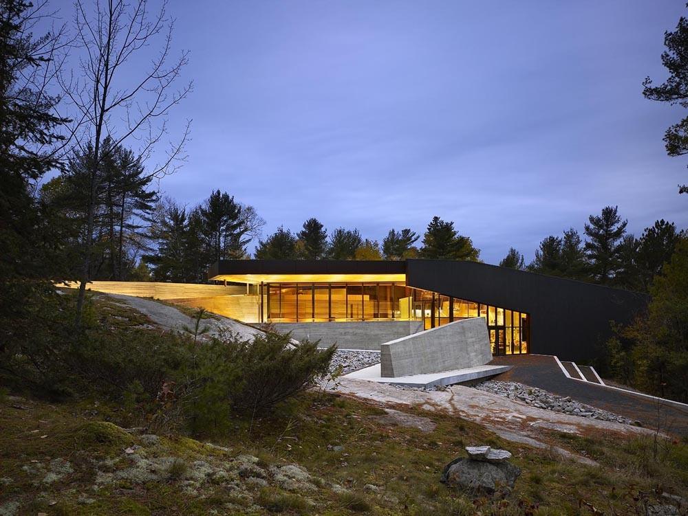 French River Visitor Centre / Baird Sampson Neuert Architects, © Tom Arban