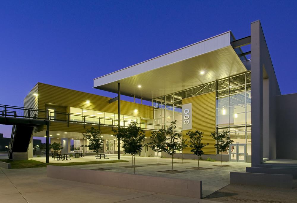 Betty Fairfax High School / DLR Group, © Mark Boisclair