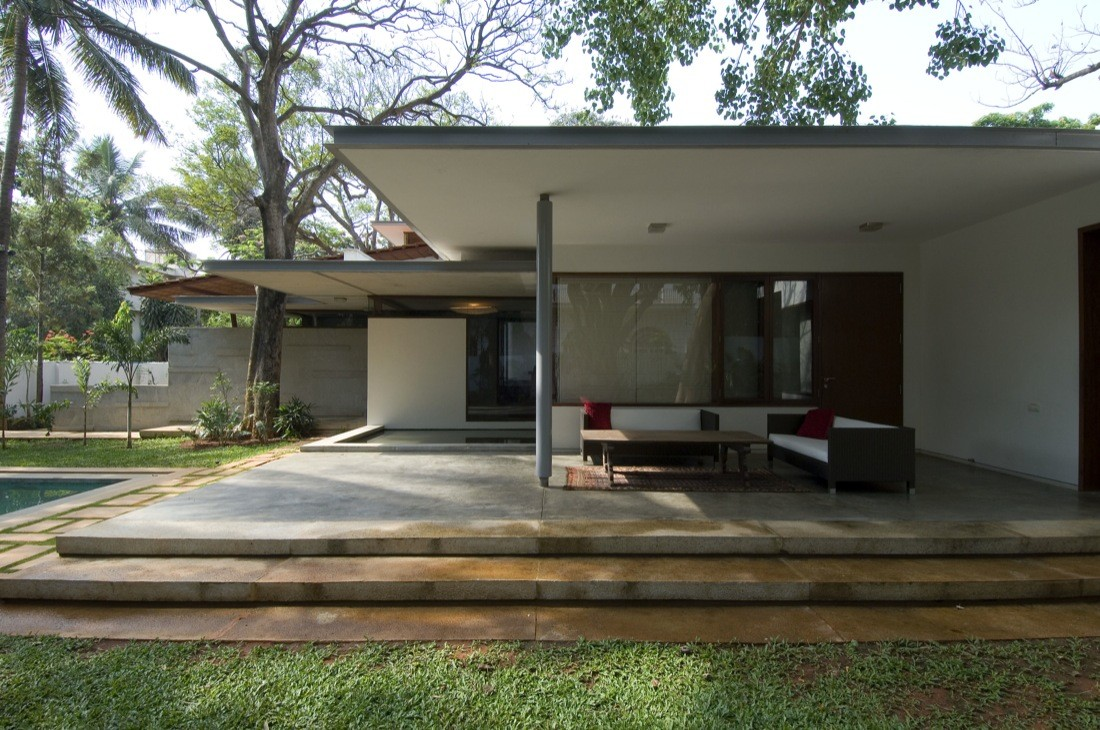Vastu house khosla associates archdaily for Relooking maison exterieur