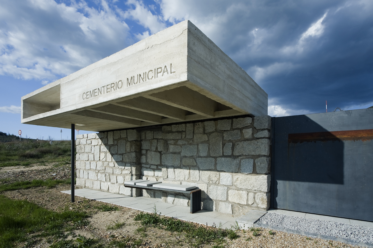 columbario en robregordo muka arquitectura plataforma
