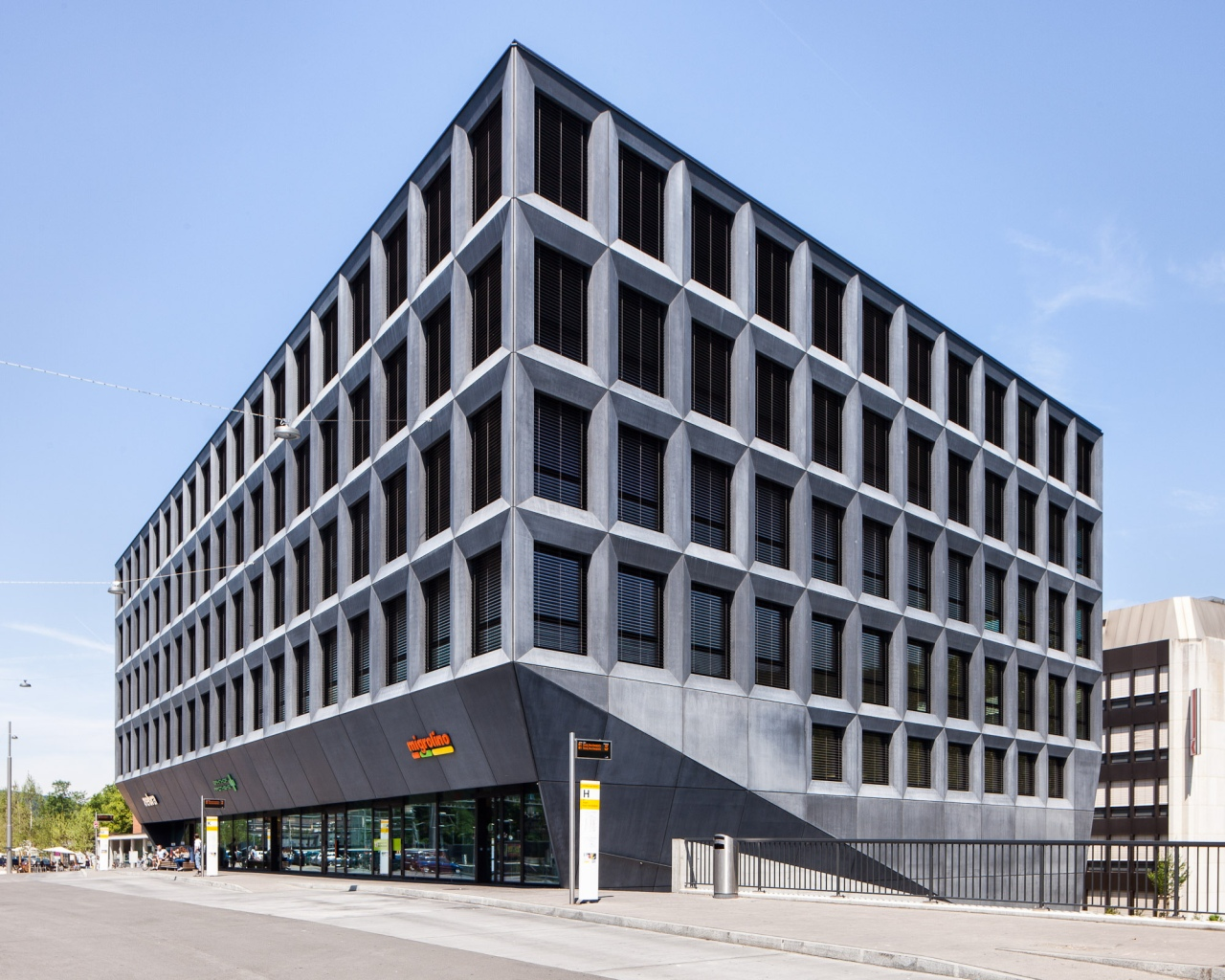Office building in liestal christ gantenbein archdaily for Office design archdaily