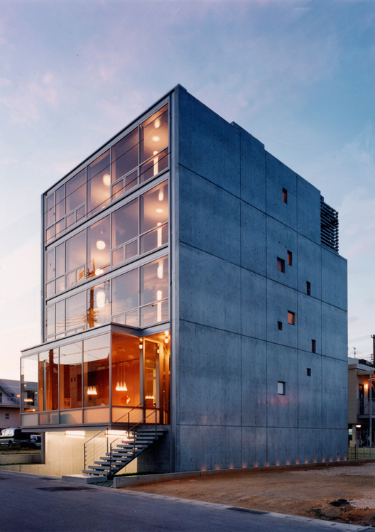 Naha City Gallery & Apartment house / 1100 Architect