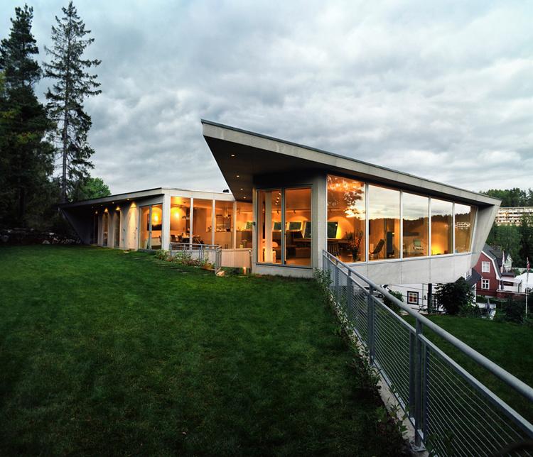 Edge House / JVA