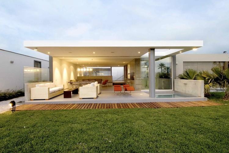 Playa la Isla house / Juan Carlos Doblado