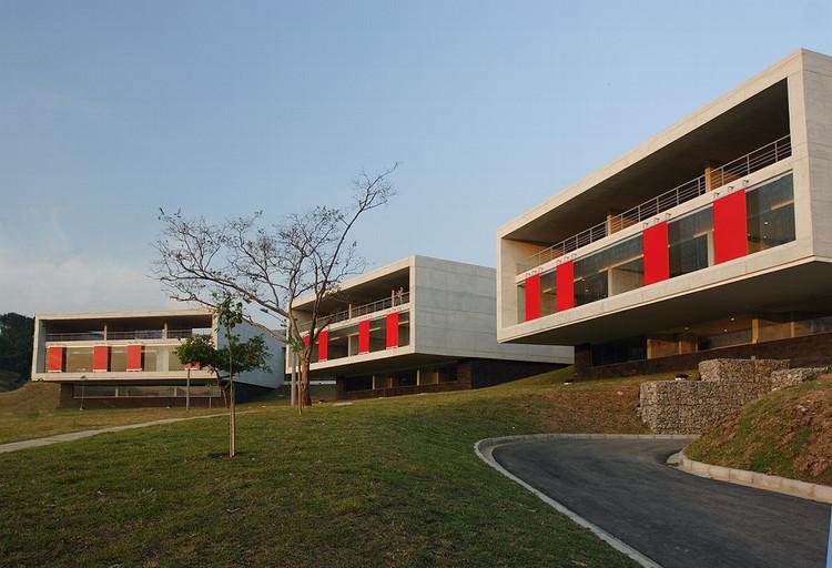 Leon de Grief Library Park / Giancarlo Mazzanti