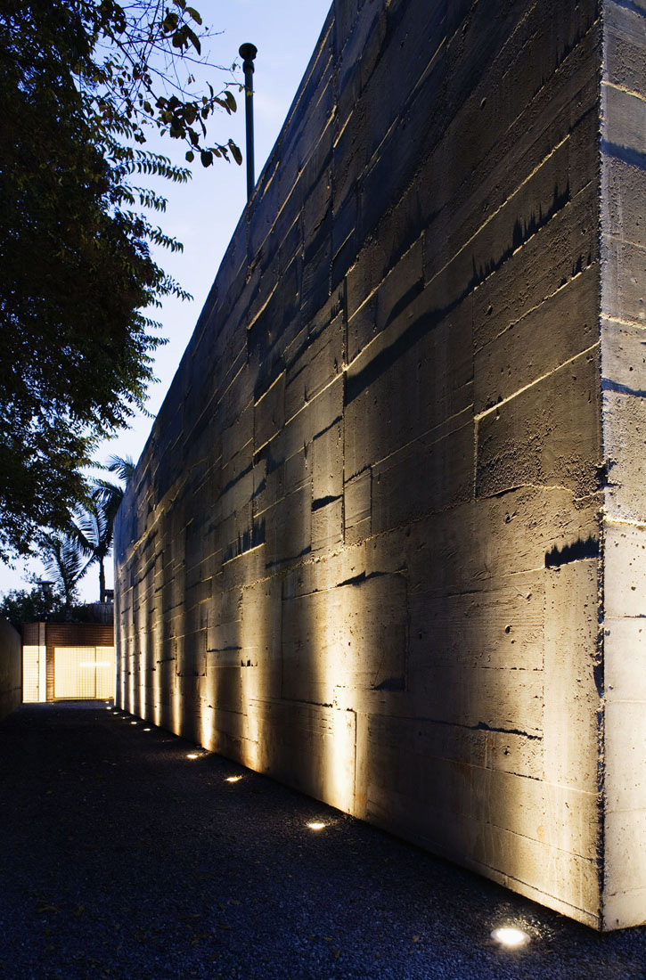 Gallery of volume b store marcio kogan 9 for Iluminacion de exterior solar