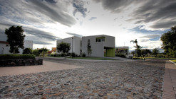 Romero house / at103