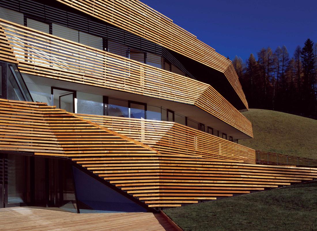 Hotel strata plasma studio archdaily for Wooden hotel design