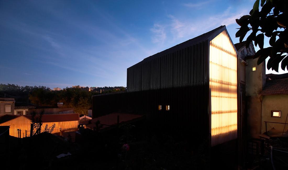 Outeiro House / Ezzo