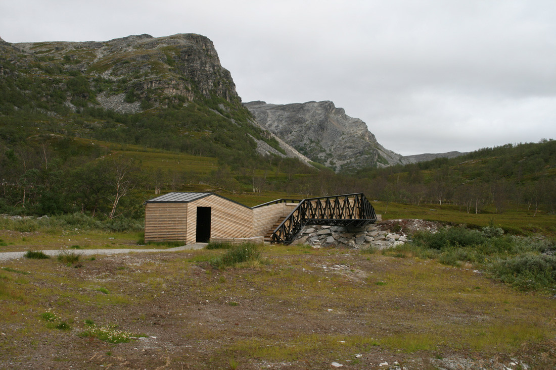 Lillefjord Rest area & footbridge / Pushak