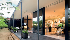 Clara Display Suite / Elenberg Fraser Architecture