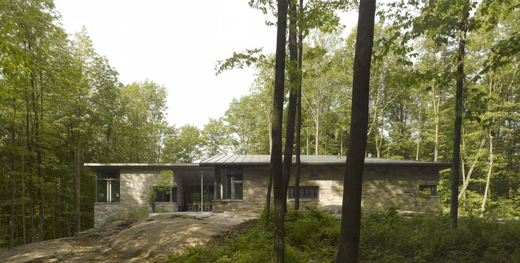 Bromont House / Paul Bernier Architecte, © James Brittain