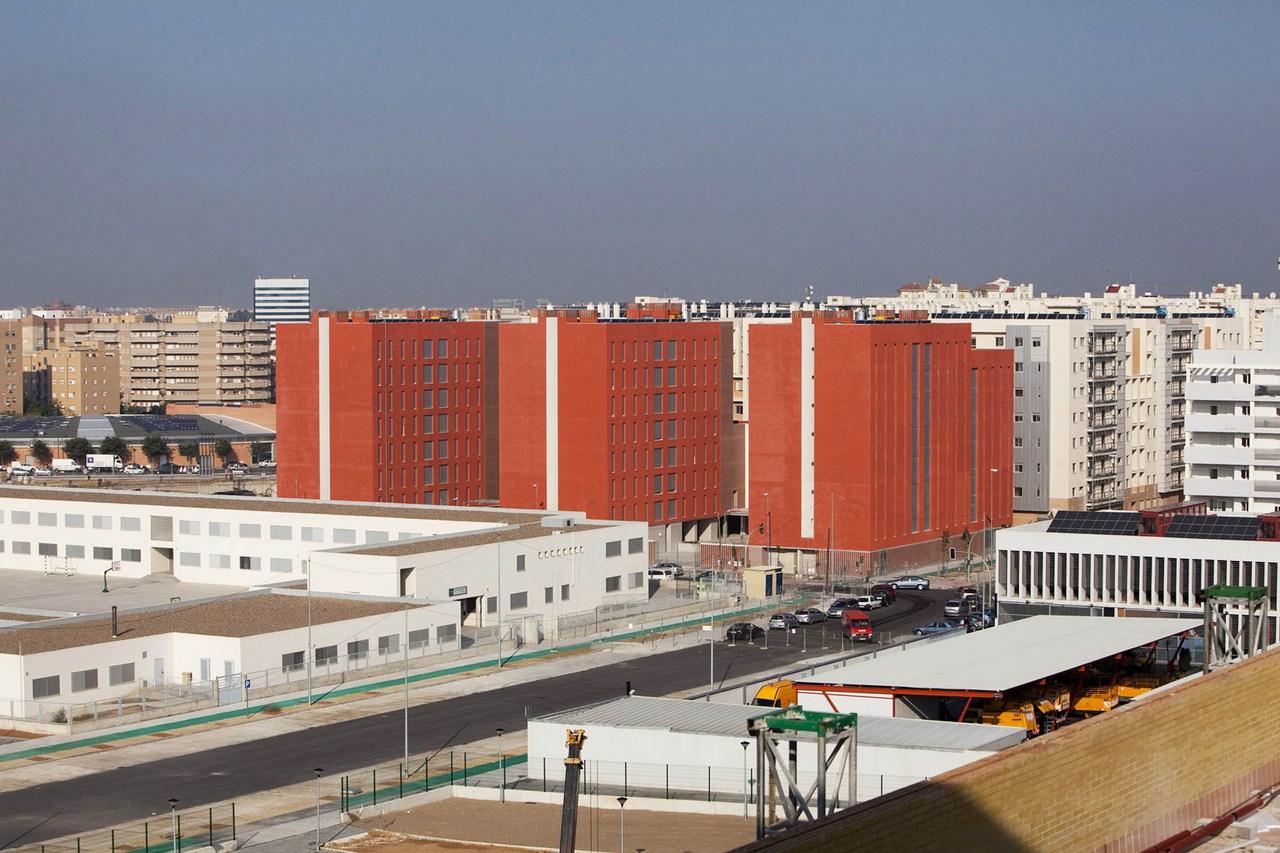 108 Dwellings in Polígono Aeropuerto / Enrique Abascal García, © Clemente Delgado