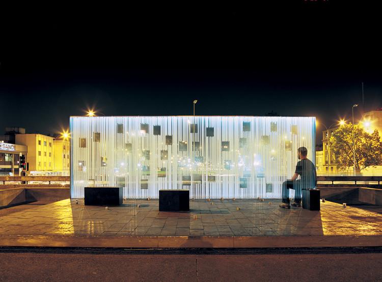 Women in the Memory Monument / oficina de arquitectura