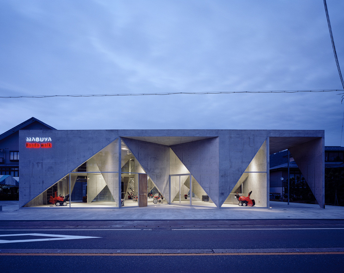 Showroom h akihisa hirata archdaily for Car showroom exterior design