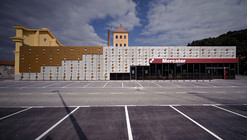 Dot envelope _ low cost shopping / OFIS Architects