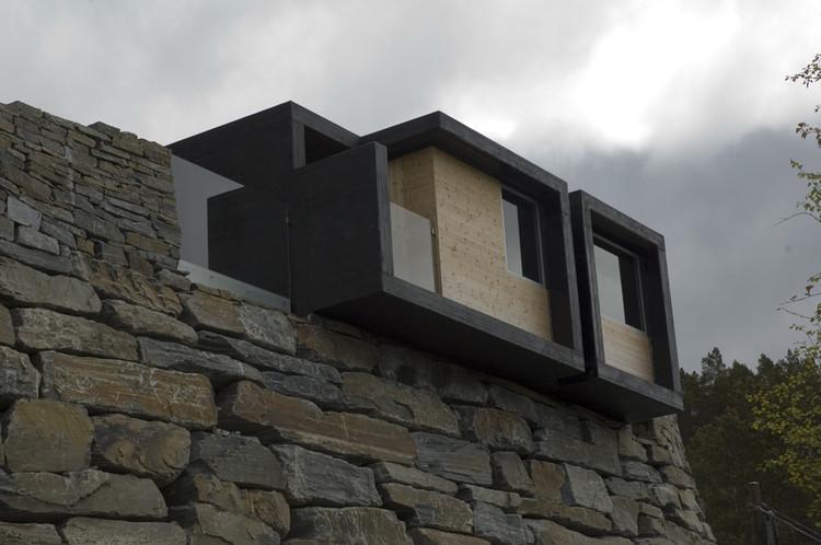 Aurland public toilets / Saunders Architecture
