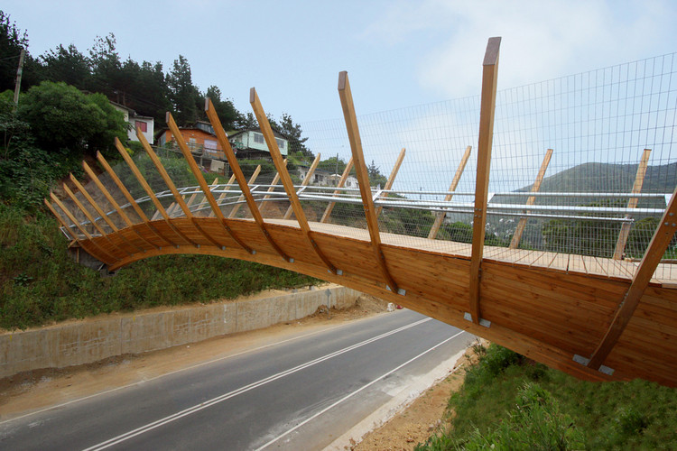 Pedestrian Bridge in Zapallar / Enrique Browne