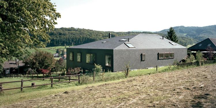 House in Lupsingen / Luca Selva Architects