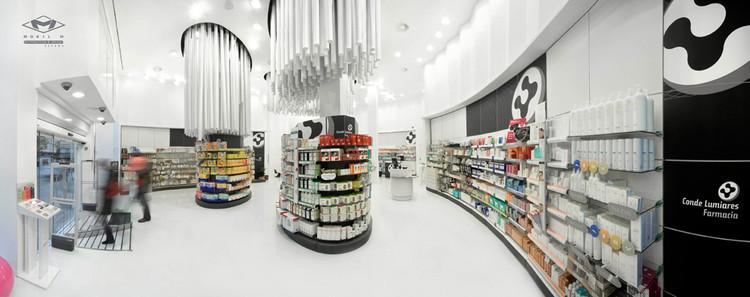 Conde Lumiares drugstore / Mobil M, © Pelut i Pelat