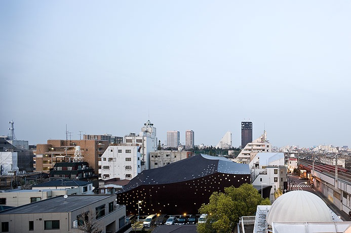 Za Koenji Public Theatre / Toyo Ito, © Iwan Baan