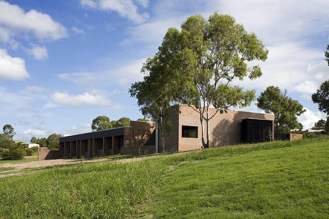 Hervey Bay Farmhouse / Owen and Vokes