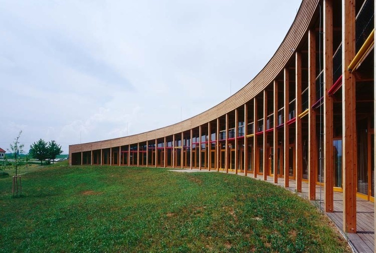 Slunakov Center for Ecological Activities / Projektil Architekti