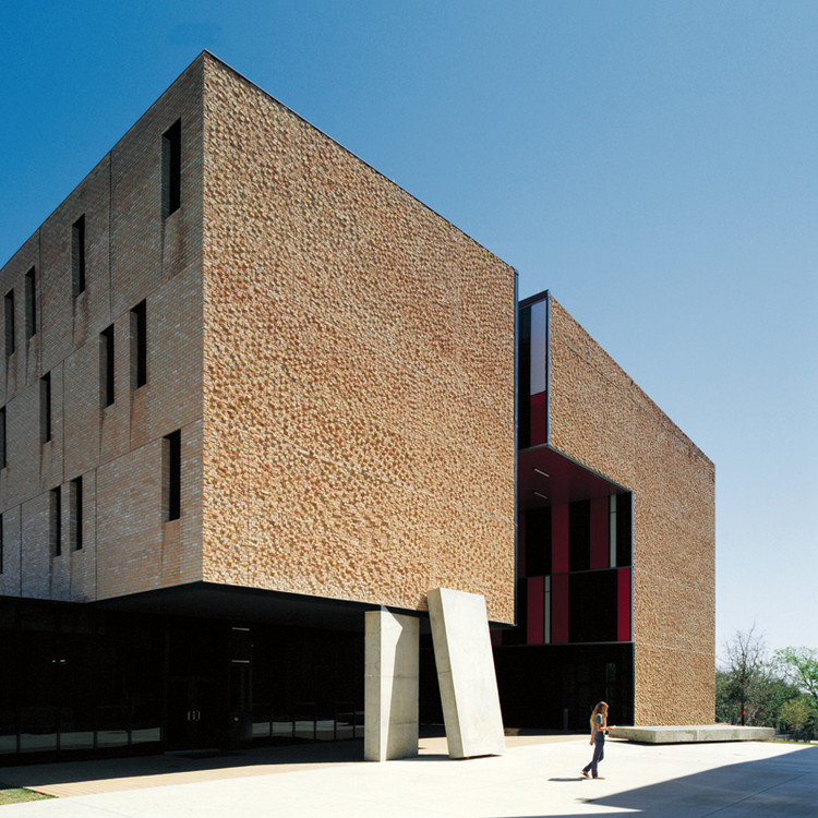 St Edward's University New Residence and Dining Hall / Alejandro Aravena, © Cristobal Palma