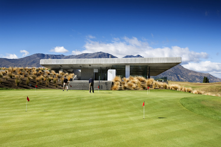 The Michael Hill Clubhouse / Patterson Associates | ArchDaily
