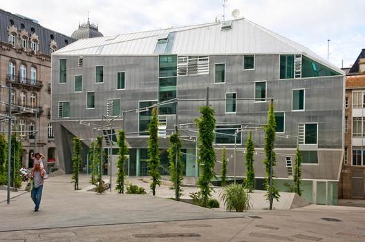 Oficina Central de Arquitectos Gallegos en Vigo / Irisarri + Piñera