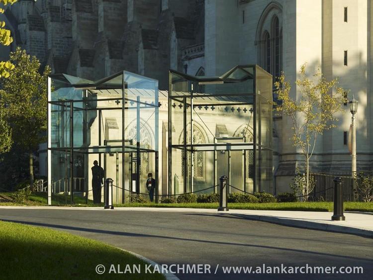 Washington National Cathedral Visitor Gateway / SmithGroup, © Alan Karchmer