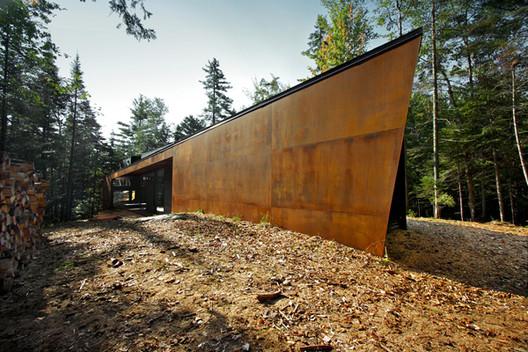Geometry in Black / Yiacouvakis Hamelin architectes