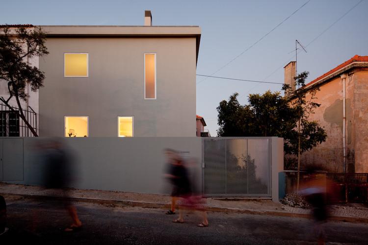 House in Alto de Ajuda / extrastudio, © Fernando Guerra |  FG+SG