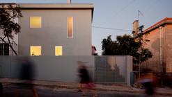 House in Alto de Ajuda / extrastudio