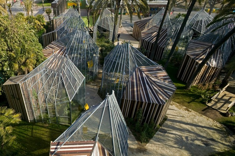 Cages for Macaws / Enric Batlle & Joan Roig Architects, © Eva Serrats + Wenzel