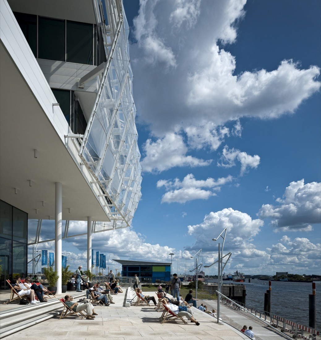 Unilever Headquarters / Behnisch Architekten, © Adam Mørk