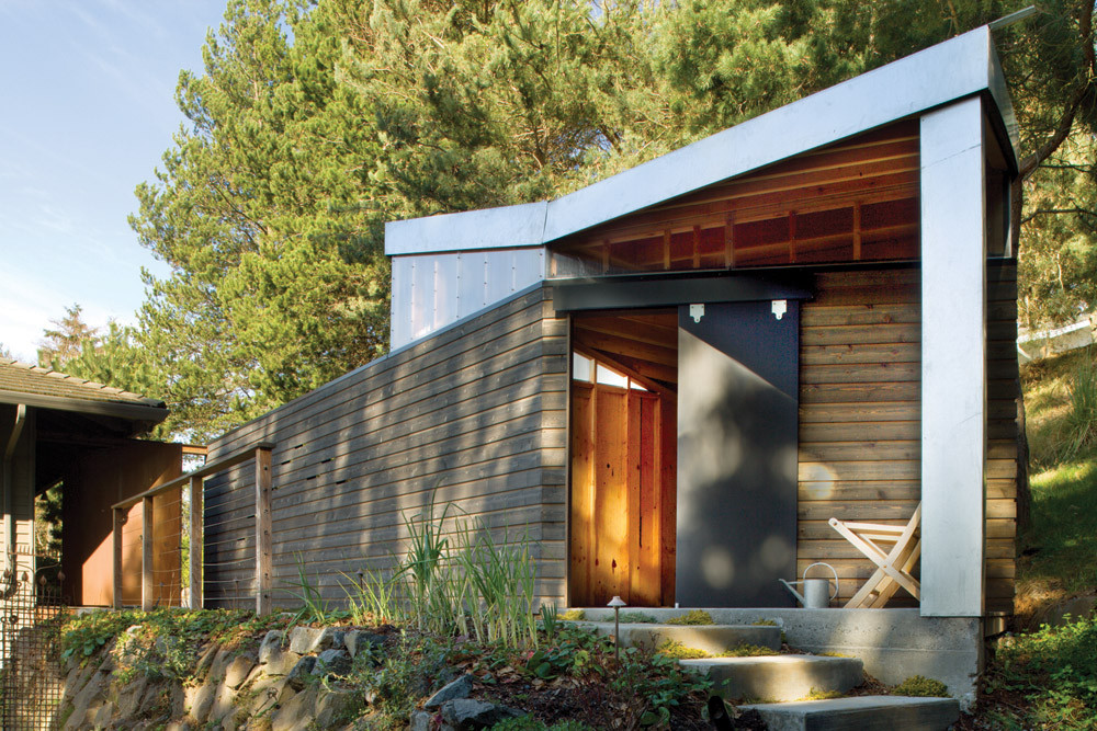 Wall + Roof Studio / Hutchison & Maul Architecture, © Lara Swimmer