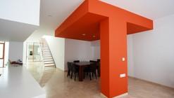 Living Around a Patio / Julio Barreno