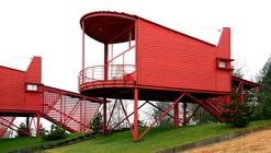Red Guest Houses / Totan Kuzembaev
