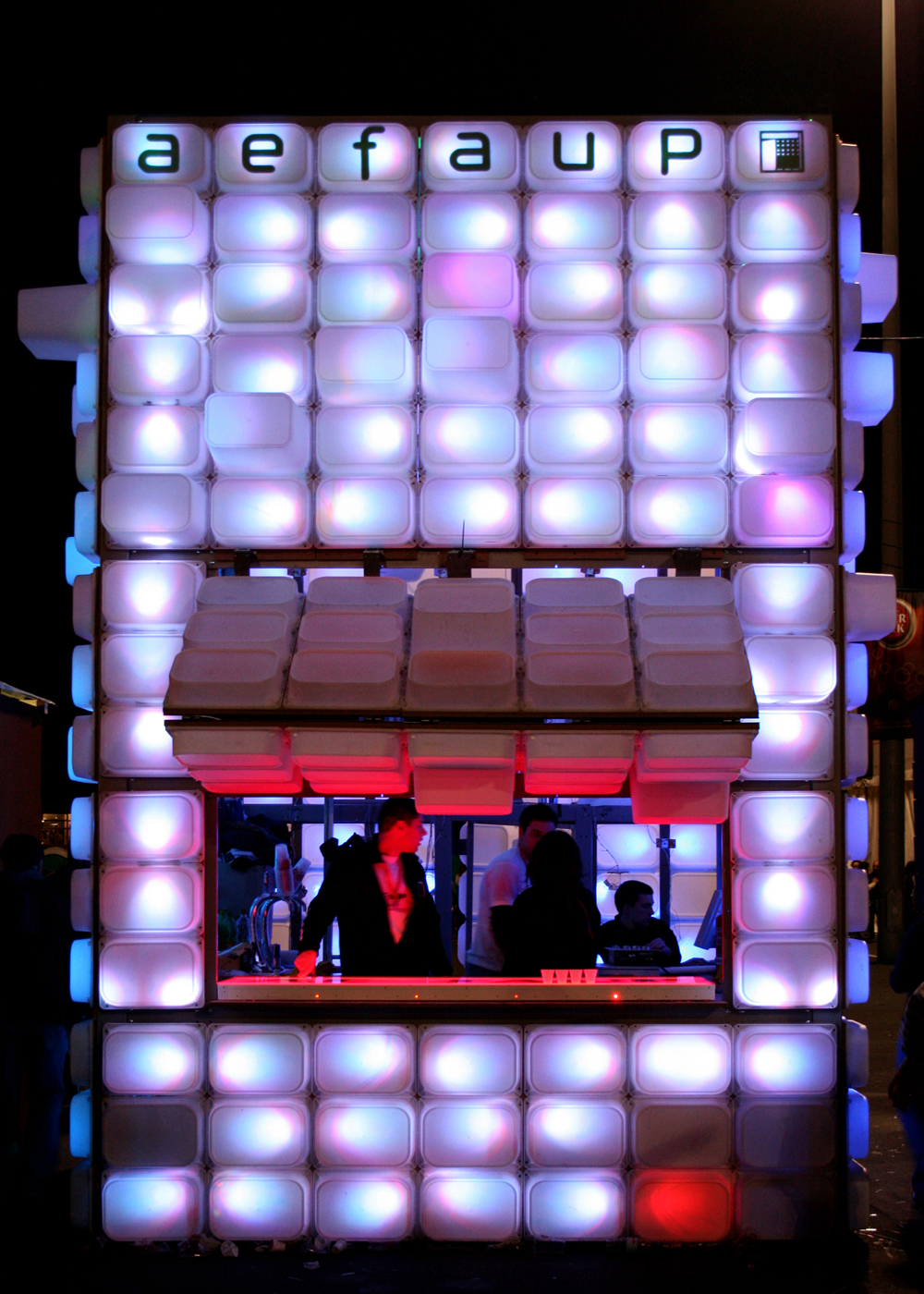 Temporary Bar / Diogo Aguiar & Teresa Otto, © Sandra Neto& Diogo Aguiar