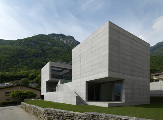 House in Lumino / Davide Macullo Architects, © Enrico Cano