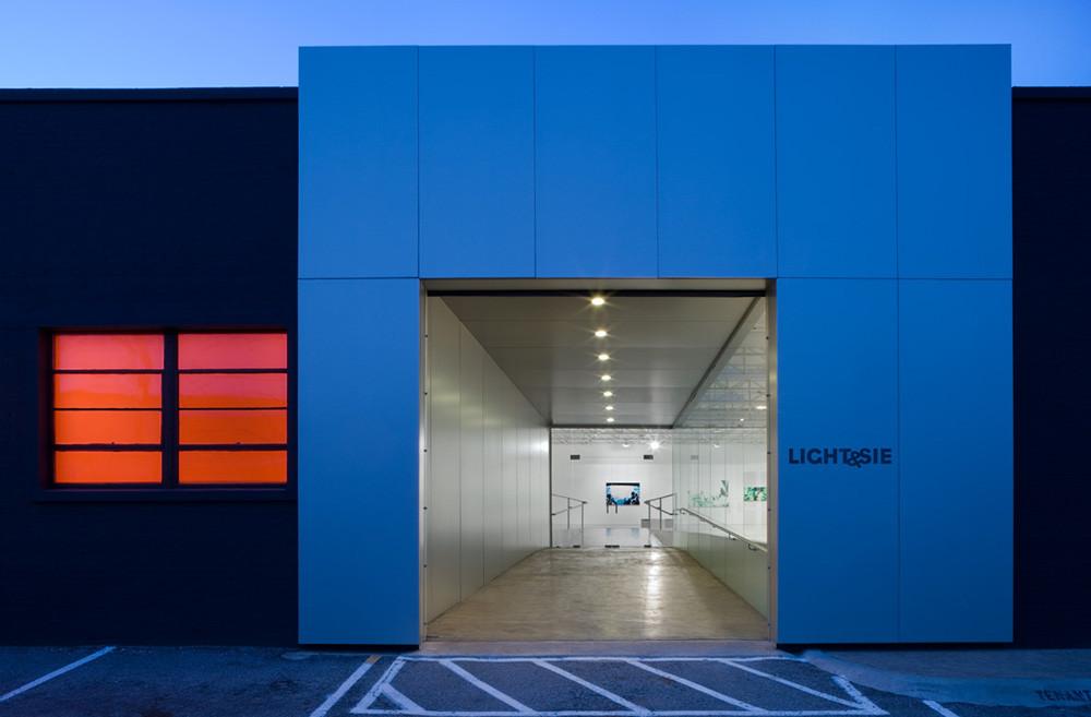 Light & Sie Art Gallery / LaguardaLow Architects, © Charles Davis Smith