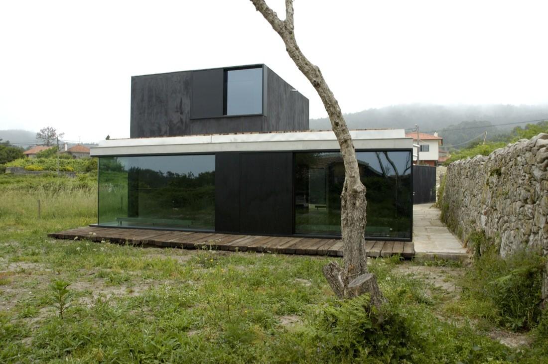 House in afife nuno brandao costa archdaily - Casas pequenas de campo ...