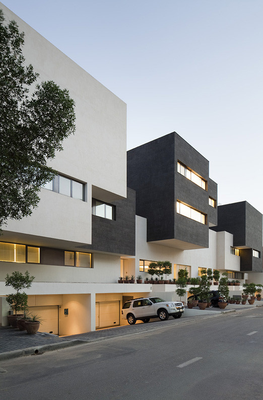 Black & White House / AGi Architects, © Nelson Garrido